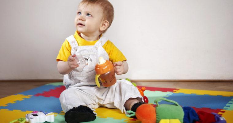 Jaką matę wybrać dla niemowlaka?