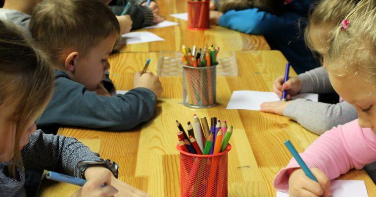Dowiedz się, jakimi zabawkami idealnie wyposażyć przedszkole